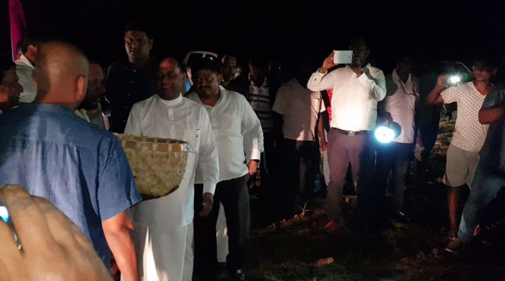 Hon. Mahinda Amaraweera sows the first AKSHATA Non-GMO Seeds this Season